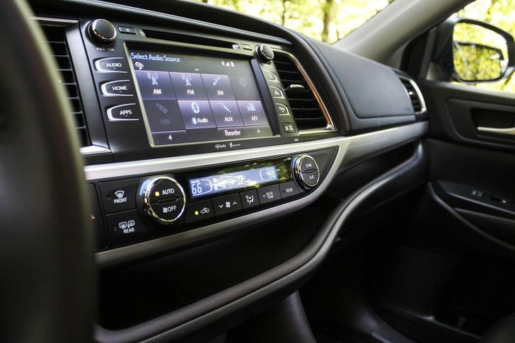 """World's Single Largest / Most Boring Automaker - Toyota - Still Doesn't Want To Adopt Android Auto, May Do So """"Eventually"""""""