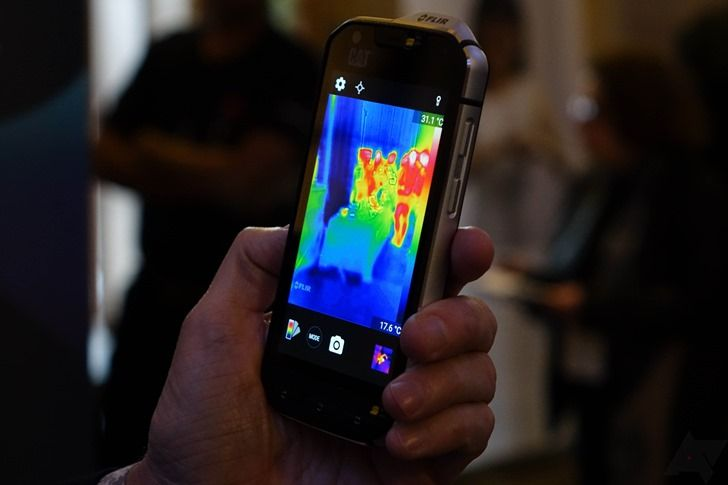 Video: Quick Look At The World's First Thermal Camera Smartphone, The CAT S60 (MWC 2016)