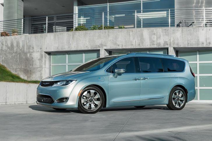 The Chrysler Pacifica Hybrid Minivan Is Google's Next Self-Driving Car Test Platform
