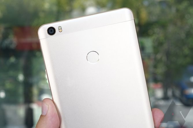First Impressions Of The Xiaomi Mi Max - This Is A Big-Ass Phone
