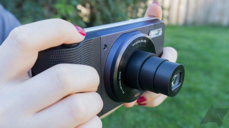 Quick review: Motorola's Hasselblad True Zoom Moto Mod camera