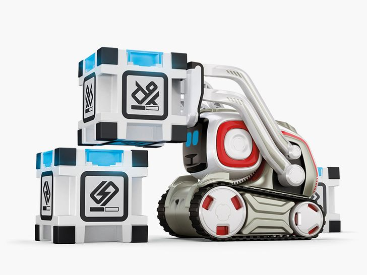 Anki's Cozmo robot starts shipping today for $179.99