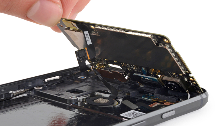 iFixit's Pixel teardown reveals decent repairability and little sign of HTC manufacturing