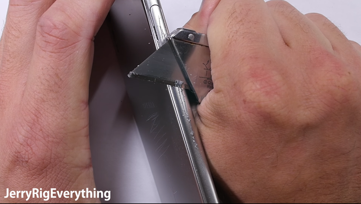 Brutal YouTube tester JerryRigEverything finds a lot of plastic in Sony's 'premium' Xperia XZ