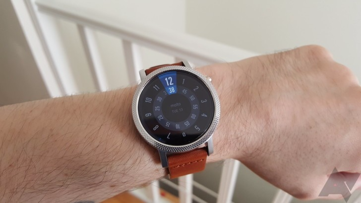 The second-generation Moto 360 has been removed from the Google Store