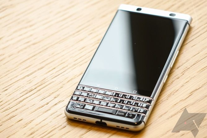 BlackBerry KEYone hands-on: The QWERTY candybar's last stand?