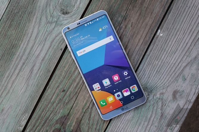 LG G6 hands-on: LG asks for a G5 do-over