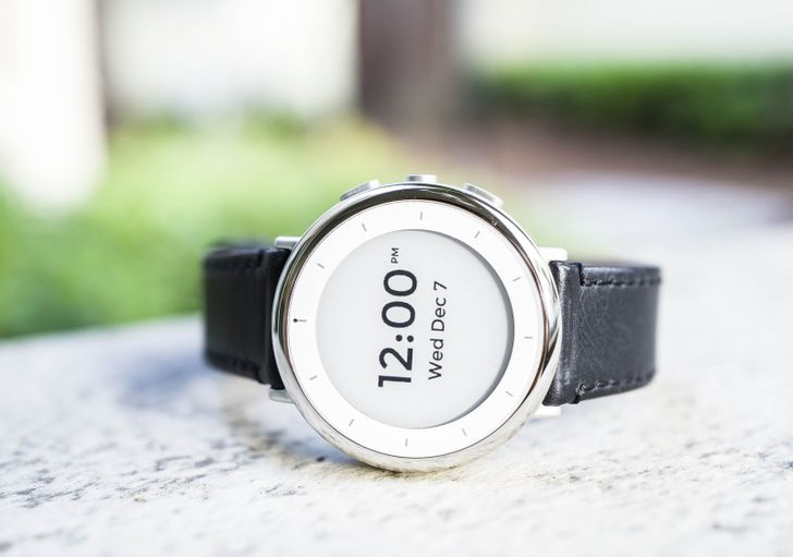 Alphabet's health division Verily built a health-focused smartwatch with 1-week battery life (for science)