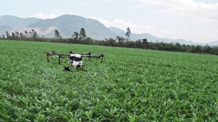 DJI's $9000 pesticide-spraying agricultural octocopter now has an Android app