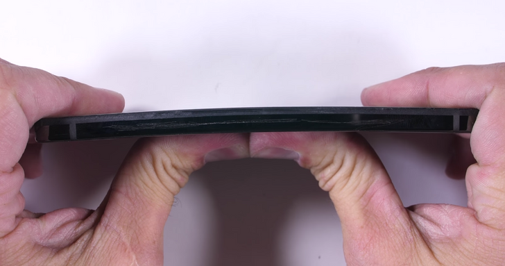 JerryRigEverything puts the Essential Phone's premium materials to the test