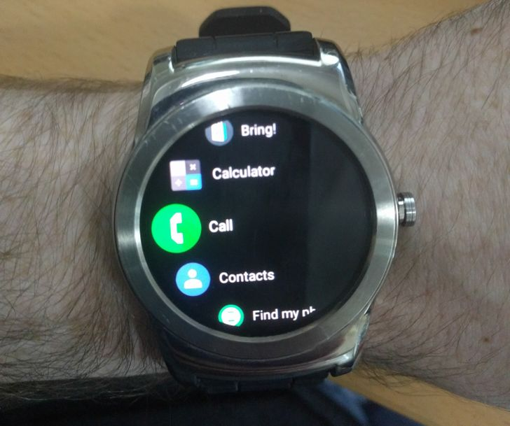 Android Wear v2.8 app update adds darker background and 'improved notification glanceability'