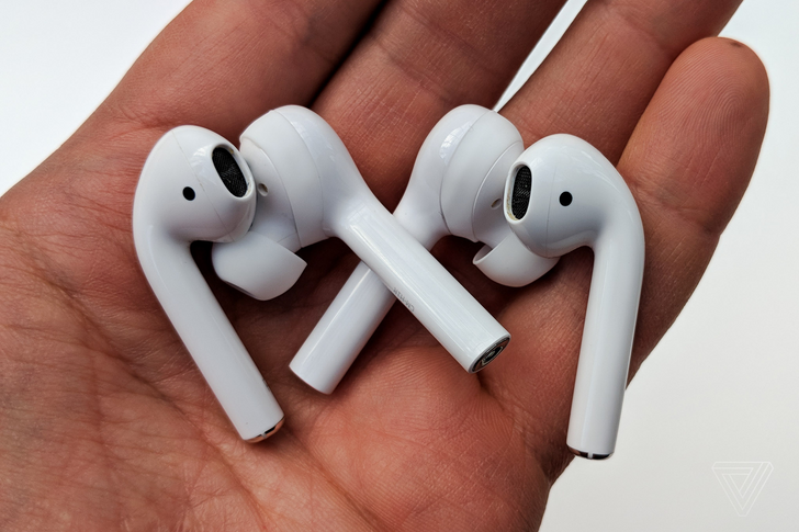 Huawei's FreeBuds are €159 ripoffs of Apple AirPods