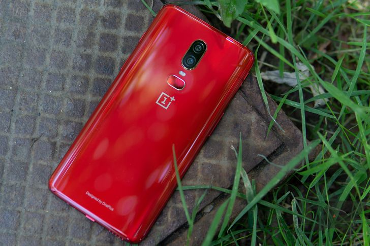 [Gallery] Red OnePlus 6 is a stunning example of why phones need more color options
