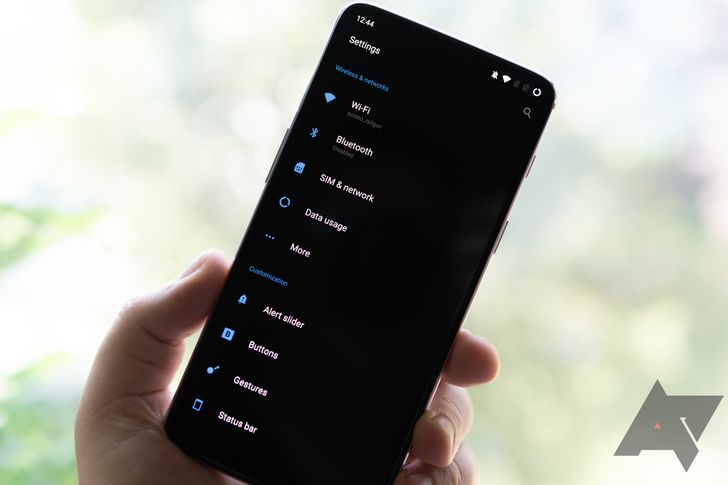 Weekend poll: Do you want a system-wide dark theme in stock Android?