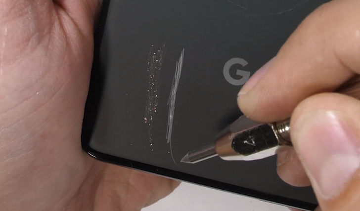 JerryRigEverything's Pixel 3 XL test reveals back glass durability
