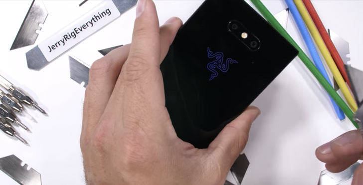 Razer Phone 2 takes on JerryRigEverything and comes out on top