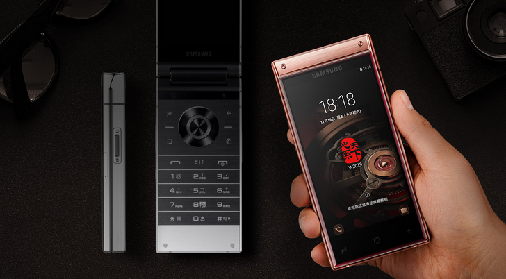 Samsung's ~$2,700 W2019 flip phone debuts with Snapdragon 845, dual cameras, and dual displays