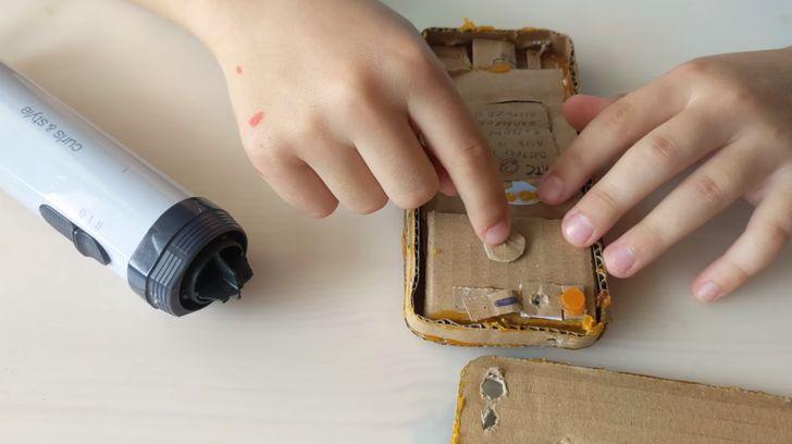 Adorable kid builds his own cardboard Pixel, shares teardown video