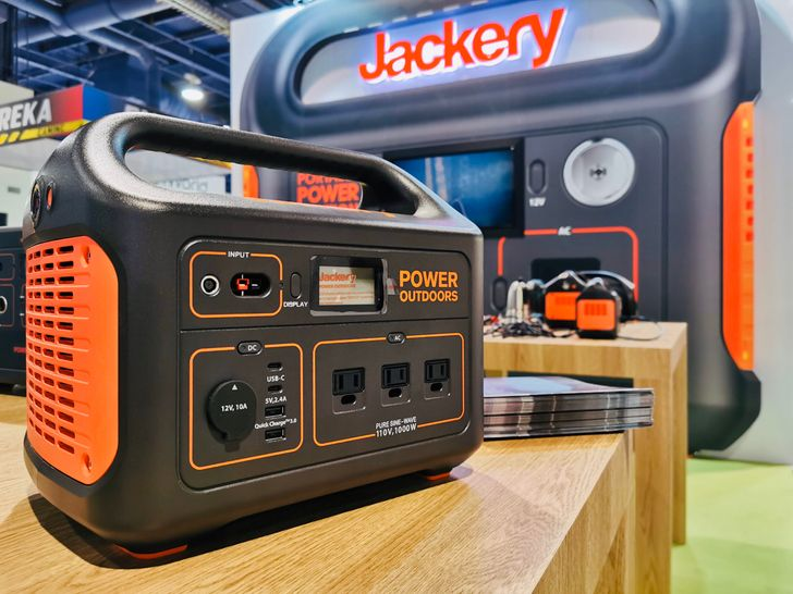 Jackery's enormous Power Station Explorer 1000 is $100 off ($900)
