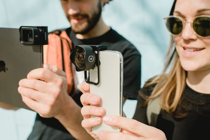Moment releases universal lens mount compatible with most phones and tablets