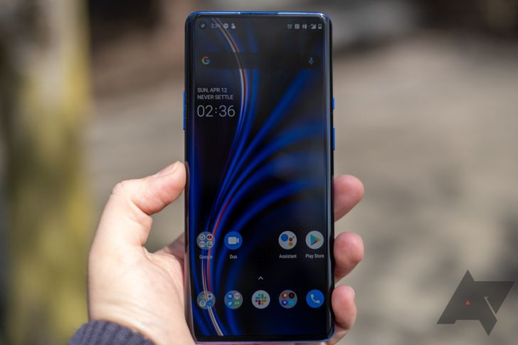 OnePlus still makes using Android 10's dark mode needlessly annoying