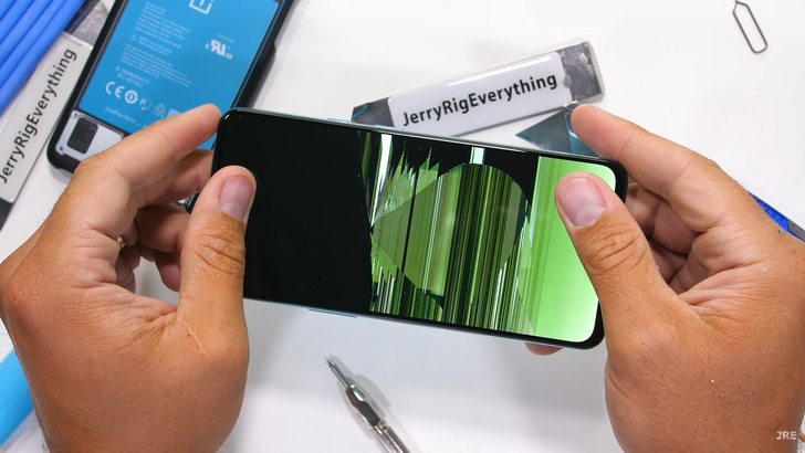 OnePlus Nord cracks under the pressure of a JerryRigEverything durability test