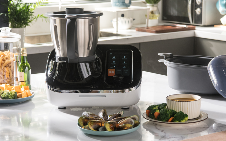 Grind, cook, weigh, and more: With 21 functions, the Omni Cook really is the Swiss Army knife of kitchen appliances