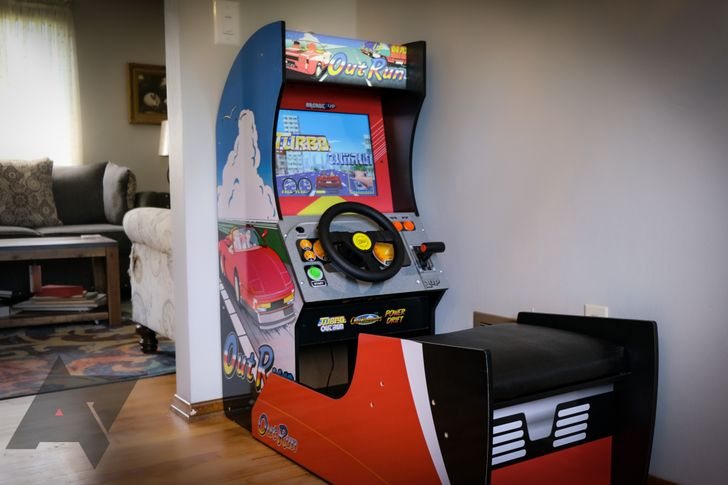 I put an Outrun arcade machine in my dining room so you don't have to (but you'll still want to)